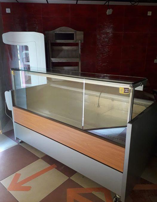 La vitrine réfrigérée est vendue