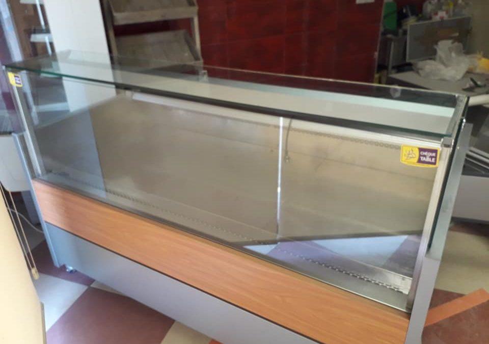 A vendre vitrine réfrigérée avec rangement 2 porte…